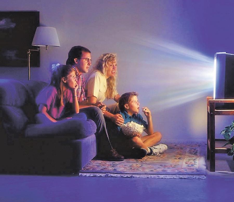 Вред просмотра телевизор в темноте