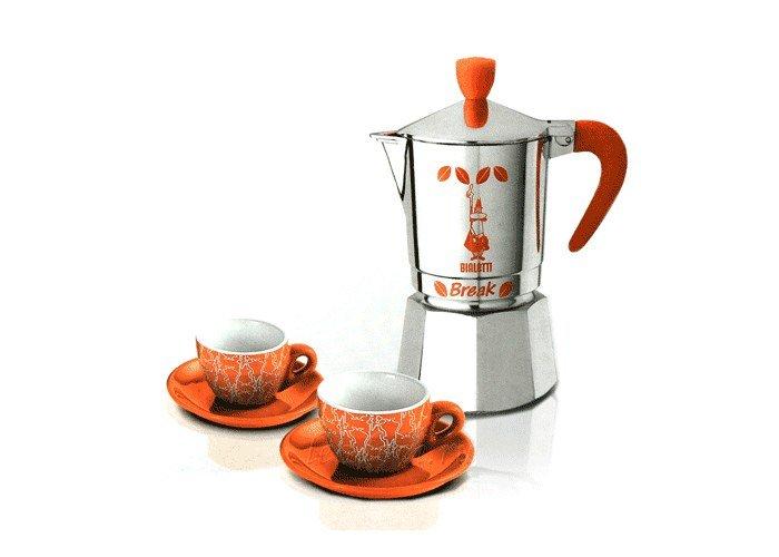 Кофеварка и чашки