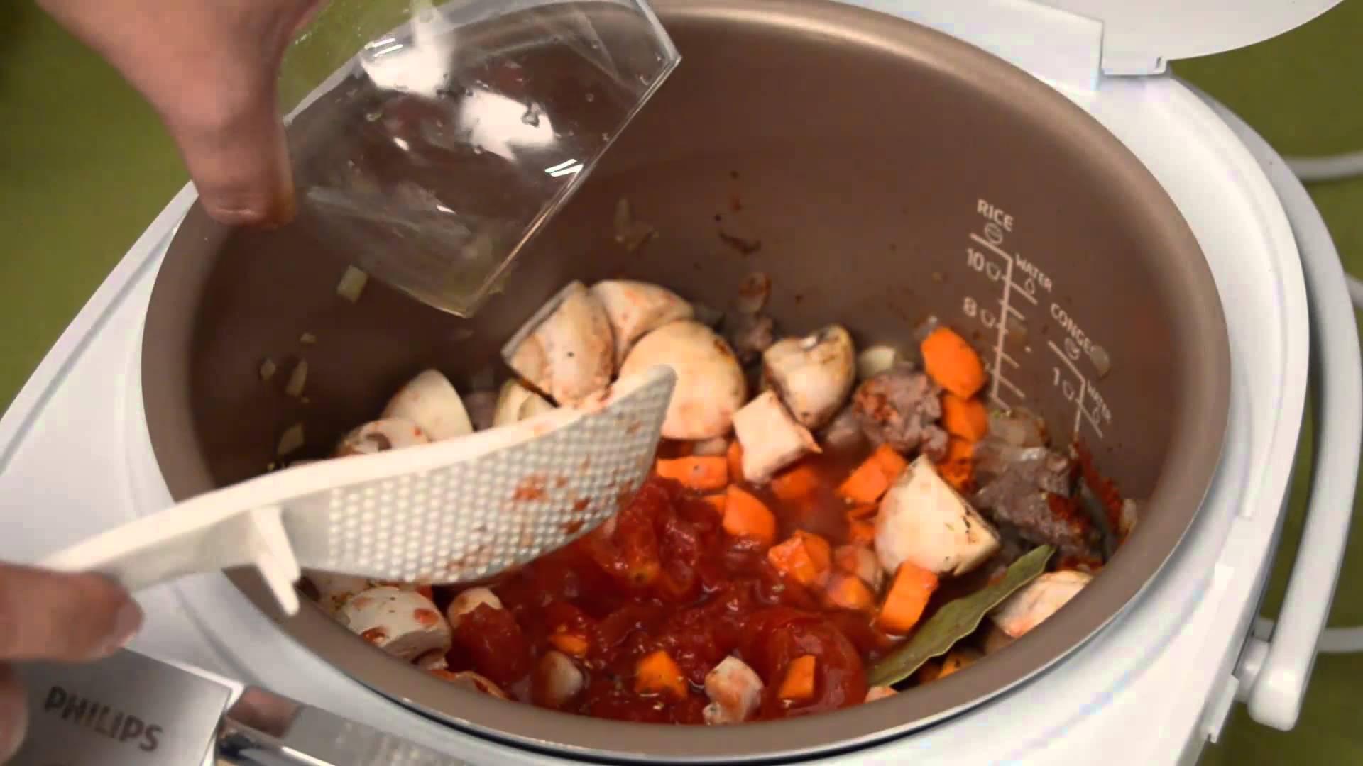 Процесс приготовления супа в мультиварке