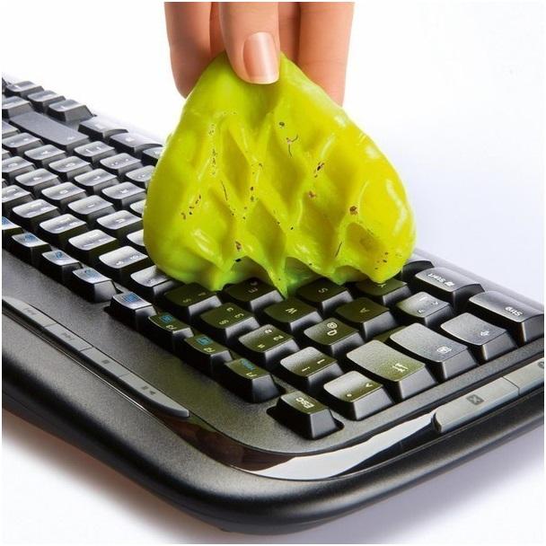 Очистка клавиатуры лизуном