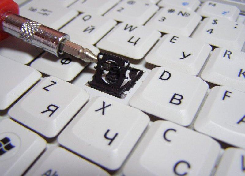 Инструмент для «глубокого» очищения клавиатуры ноутбука