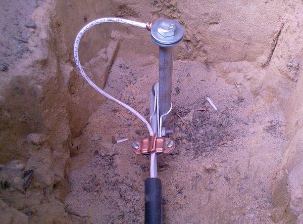 Конструкция закрепления металлического стержня