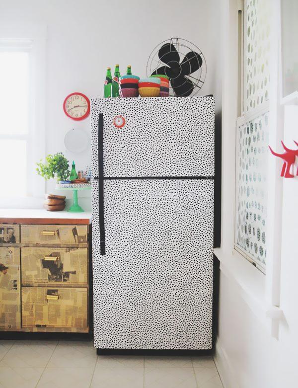 Обновление старого холодильника термоплёнкой