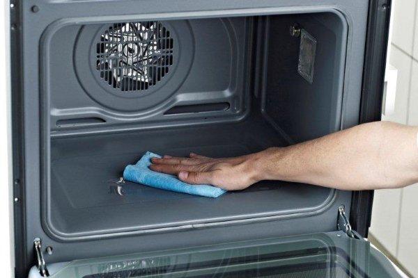 Очистка поверхности духовки