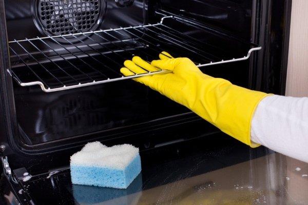 Чистка духовки молью при небольших загрязнениях
