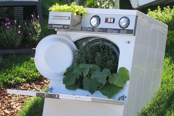 Куда деть старую стиральную машину и что можно из неё сделать?