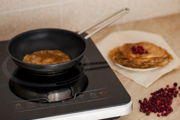Приготовление еды на индукционной плите