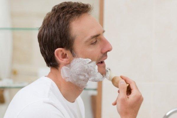 Нанесение средства для бритья