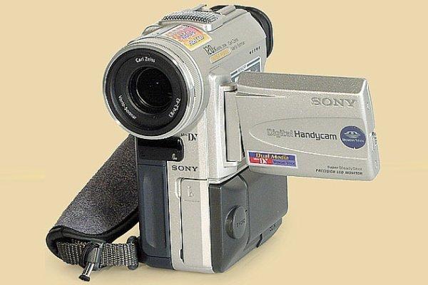 Камера Sony DCR-PC100E